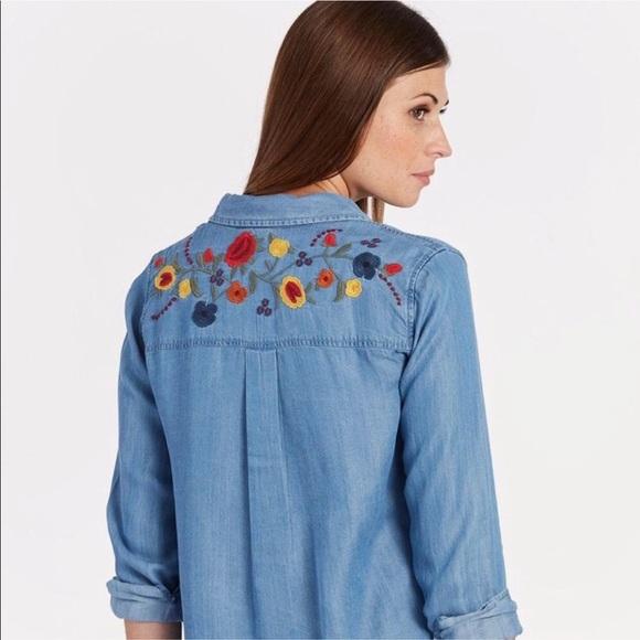 72ad86b796085 Evereve Tops   Allison Joy Luna Chambray Shirt   Poshmark